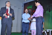 Director MNNIT presenting the momento to Dr J K Jain